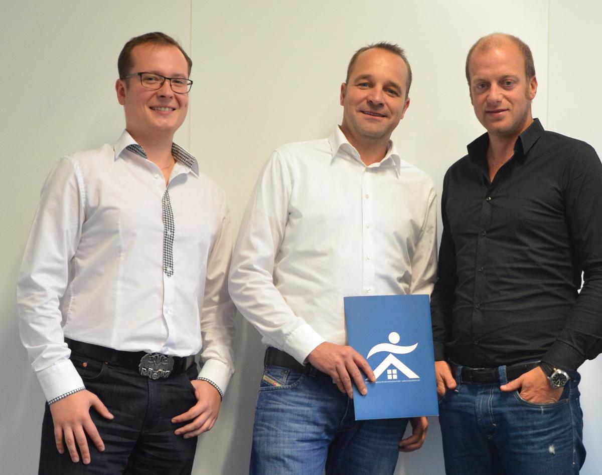 Der faceyourbase-Vorstand: Programmierer Oskar Hasinski und die beiden Gründer Lars Kuhnke und Christian Dau